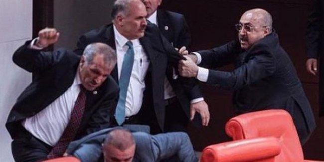 İşte AKP'li vekillerin Meclis'teki saldırısının görüntüleri