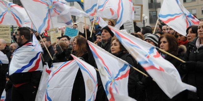 İsveç'te Asuri-Süryaniler IŞİD'e karşı meydanlarda