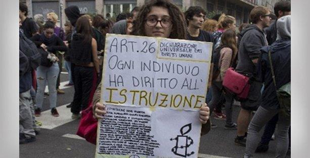 İtalya'da öğrenci protestoları