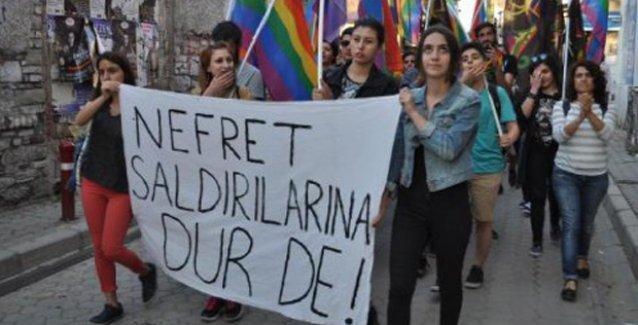 İzmir'de LGBTİ'lere yönelik saldırılar protesto edildi: Saldırılar politik!