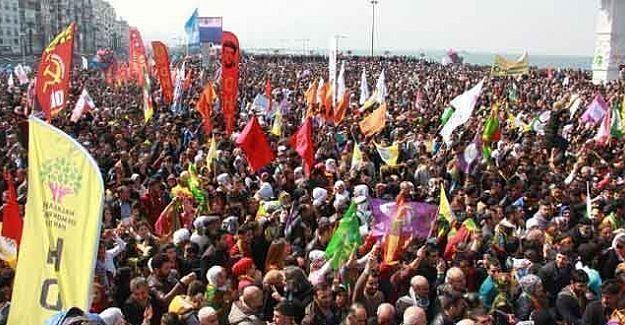 İzmir'de Newroz'u kutlayan HDP'lilere saldırı