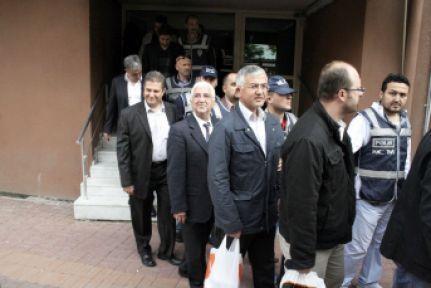 İzmir operasyonunda 8 tutuklama