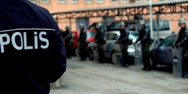 İzmir'de emniyet mensuplarına operasyon