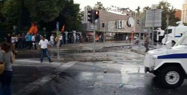 İzmir'de Sivas anmasına polis saldırısı