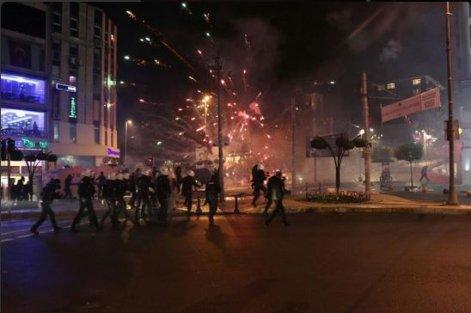 Kadıköy'de Kader Ortakaya eylemine polis saldırısı