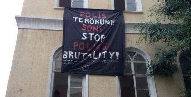 Kadıköy'de tarihi karakol işgali, 3 gözaltı