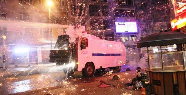 Kadıköy'deki Kobani yürüyüşüne polis saldırısı