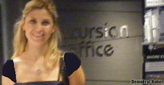 Kadın doçentin 'omuz dekoltesi'ne sansür iddiası