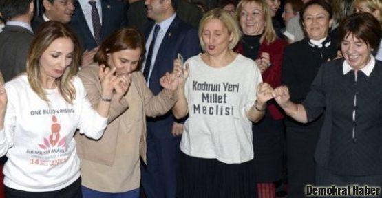 Kadın vekillerden mecliste 'dans eylemi'