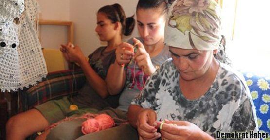 Kadınlar eve kapanıyor, işsizlik gizleniyor