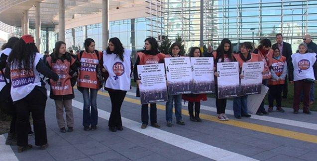 Kadınlardan Bakan İslam'a protesto: 'Erkeklerin değil kadınların bakanı ol'