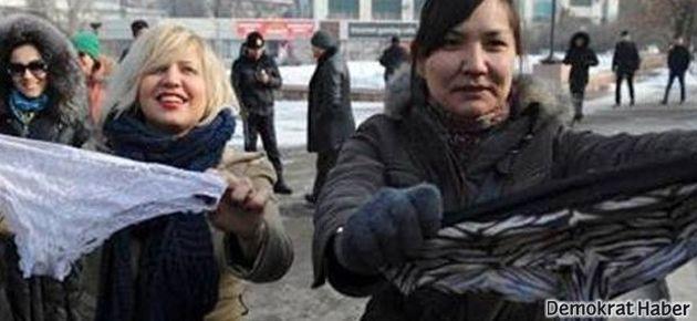 Kadınlardan 'dantelli çamaşır' protestosu