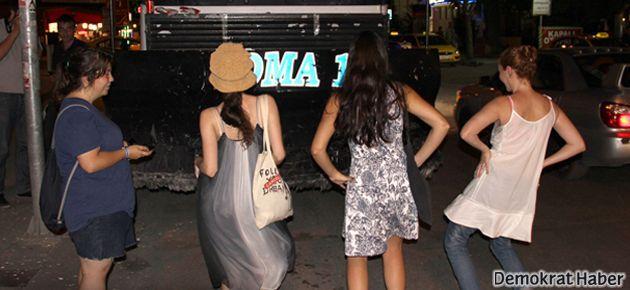 Kadınların TOMA'larla dansı