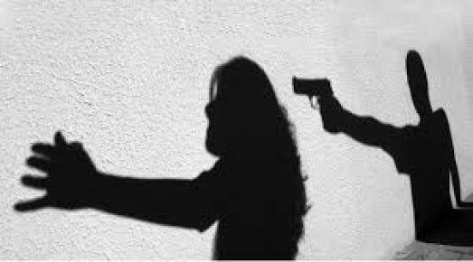 Karısını 22 yerinden bıçaklayarak öldürdü!