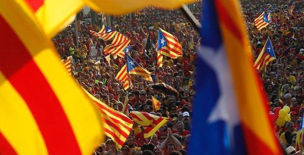 Katalanlar oylarını 'bağımsızlık'tan yana kullandı