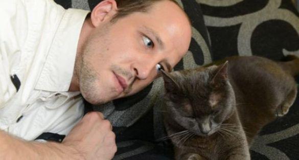 Kedilerle akıcı bir dille konuşup iletişim kuruyor