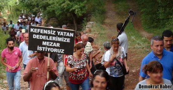 'Kefensiz yatan dedelerimize mezar istiyoruz'