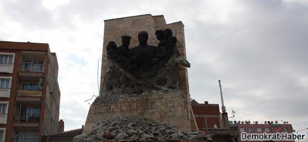 Kenan Evren'in heykeli depoya kaldırıldı