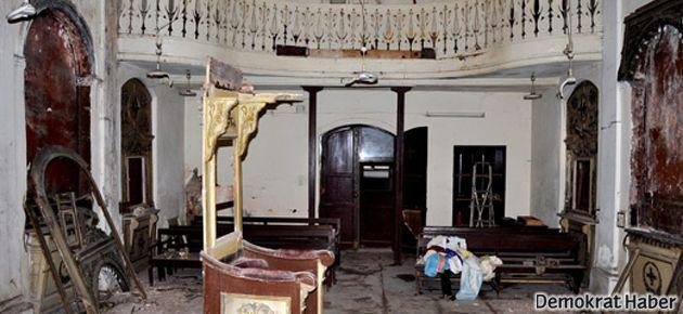 Kentsel dönüşüm nedeniyle Süryani Kilisesi talan edildi