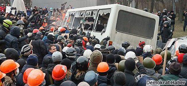Kiev protestolarında 3 kişi öldürüldü