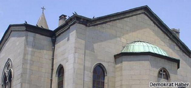 Kilise kapısında ateş açan 2 kişi gözaltında