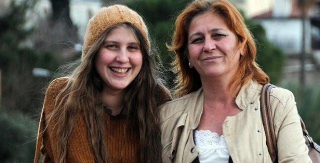 'Kırmızı Fularlı Kız'ın annesi Antalya'da HDP adayı
