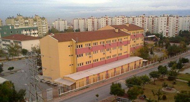 Kısa etekli öğrencilere karşı 'taciz timi' iddiaları Meclis'e taşındı