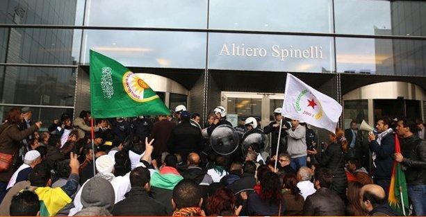 Kobani için Avrupa Parlamentosunu işgal ettiler