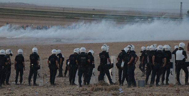Kobani sınırında bekleyen halka polis saldırısı