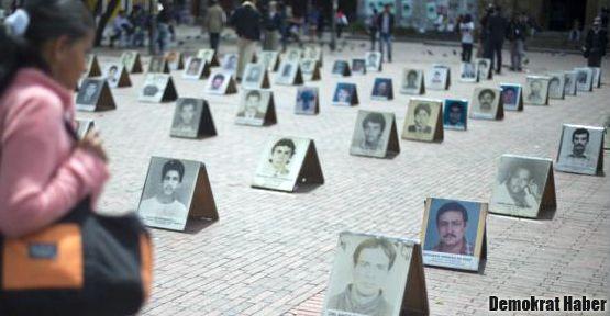 Kolombiya gerillalarla masaya oturuyor