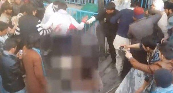 Kabil'de bir kadın Kur'an-ı Kerim'i yaktığı iddiasıyla linç edildi