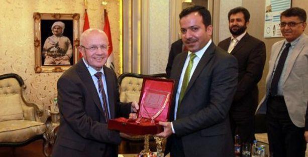 Kürt Parlamentosu'ndan İsmail Beşikci'ye Onur Ödülü