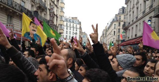 Kürtler Paris'te ayakta