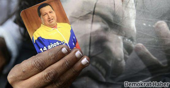 Latin Amerika Chavez için ayakta
