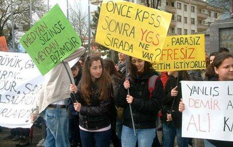 Liselilerin boykotu etkili oldu