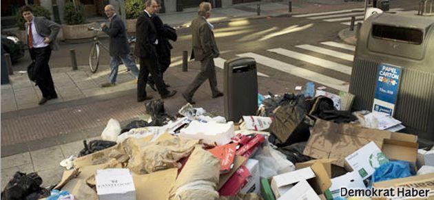 Madrid'te 'çöpünü banka kapısına bırak' kampanyası