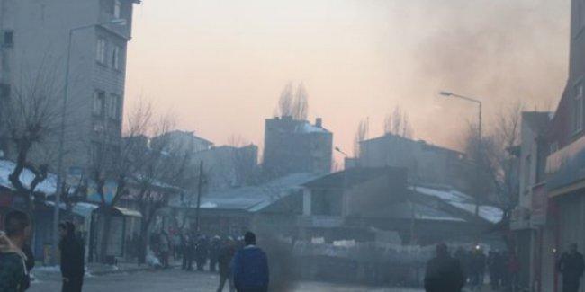 Mahallelerinde ülkücü saldırısına karşı nöbet tutan halka polis ikinci kez saldırdı