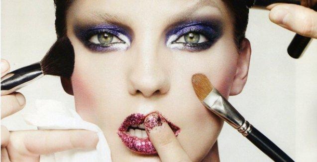 Makyaj malzemelerindeki kimyasallar menopozu erkene çekiyor