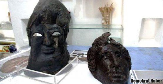 Mardin'de 1700 yıllık maske bulundu