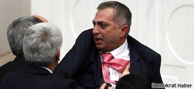 Meclis'teki 'küfür' istifa getirdi