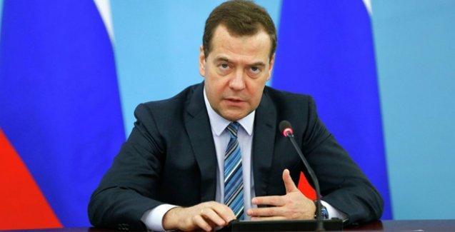 Rusya Başbakanı: Esad'a Suriye'nin teröristlerin eline düşmemesi için yardım ediyoruz
