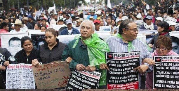 Meksika kayıp öğrenciler için ayakta