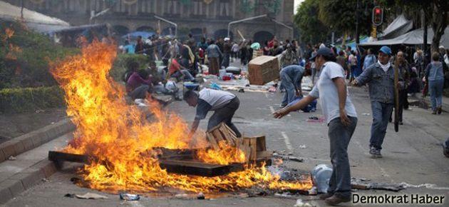 Meksika'da öğretmenler polisle çatıştı
