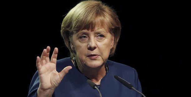 Merkel: Türkiye'de yaşananlardan endişe duyuyorum