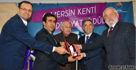 Mersin Kenti Edebiyat Ödülü Ahmet Oktay'a