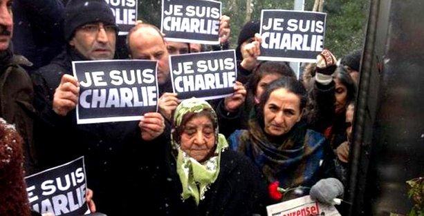 Metin Göktepe anmasında 'Je Suis Charlie' dövizleri