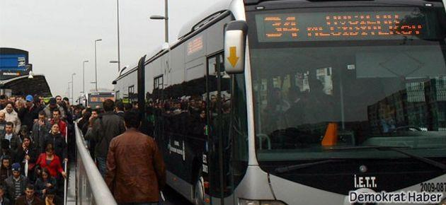 Metrobüs yayaya çarptı, yaya hayatını kaybetti