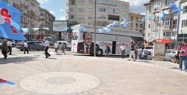 Meydanı boş gören parti lideri mitingi iptal etti