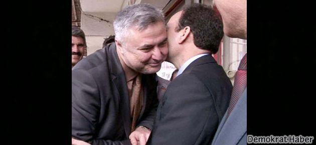 MHP ve BDP'li adaylar tokalaşıp öpüştü