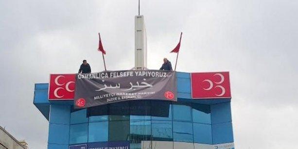 MHP'nin Osmanlıca 'hırsız' yazan pankartı mahkeme kararıyla indirildi